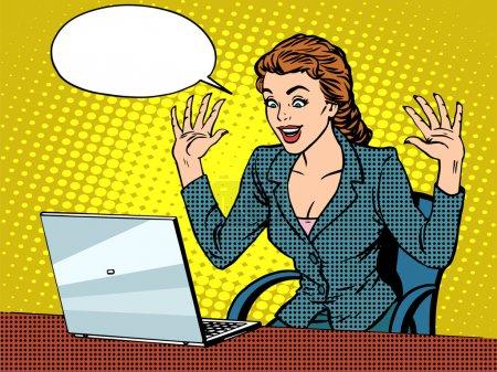 Heureuse femme d'affaires avec ordinateur portable