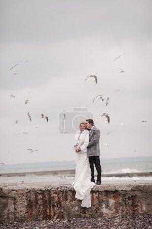 Photo pour Mariage sur la plage en hiver - image libre de droit