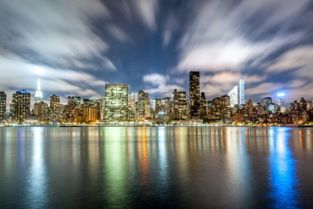 Photo pour Vue de Midtown Manhattan East du portique Plaza State Park (Queens) - image libre de droit