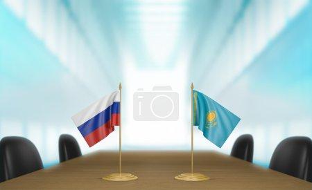 Photo pour Drapeaux de table miniature pour la Russie et le kazakhstan à une table de réunion pour les négociations et discussions diplomatiques. - image libre de droit