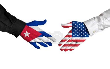 Photo pour Poignée de main diplomatique entre les dirigeants de Cuba et les États-Unis avec drapeau peint mains. - image libre de droit