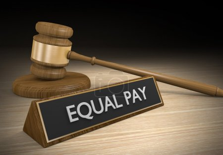 Photo pour Marteau de Cour en bois et une plaque qui lit un salaire égal. - image libre de droit