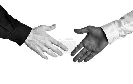 Photo pour Concept de noir et blanc pour l'égalité raciale dans un environnement d'affaires. - image libre de droit