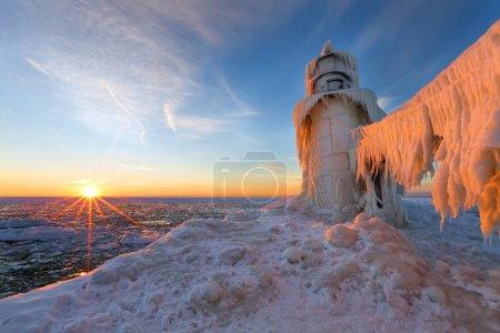 Закат на замерзшем пире Сент-Джозеф Мичиган - Мичиган