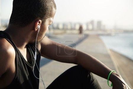 jogger listening sounds in earphones