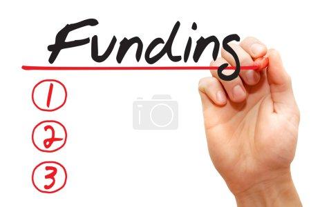 Photo pour Liste de financement avec marqueur rouge, concept d'entreprise - image libre de droit