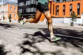 Muži marathon s nahrávání na lýtkové svaly nohy