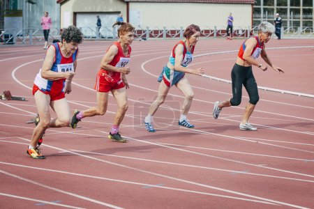 old women's run 100 meters