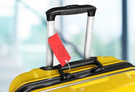 Photo pour Grande valise de voyage sur fond - image libre de droit