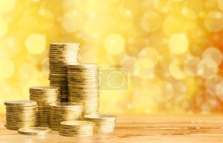 Photo pour Piles de pièces d'or sur fond - image libre de droit