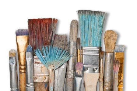 Photo pour Rangée de pinceaux d'artiste sur fond - image libre de droit