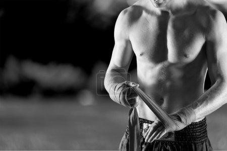 Foto de Retrato de un guapo hombre de boxeo aislado sobre fondo - Imagen libre de derechos