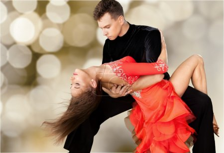 Photo pour Homme et une femme sur fond de danse Salsa - image libre de droit