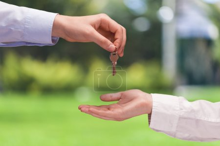 Agent giving Key to client