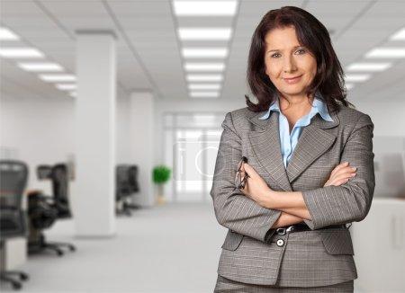 Photo pour Conseillère en finances féminin sur fond - image libre de droit