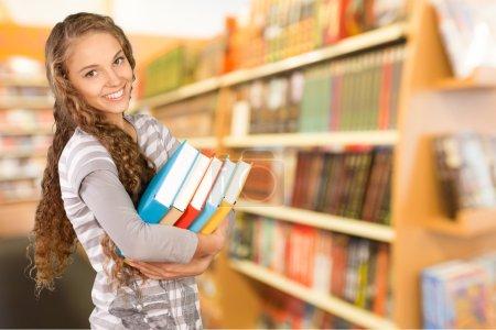 Photo pour Étudiant, Étudiant collégial, Bibliothèque . - image libre de droit