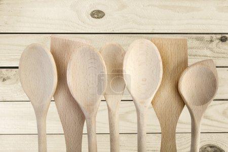 Photo pour Cuillère en bois, ustensiles de cuisine, ustensiles de cuisine. - image libre de droit