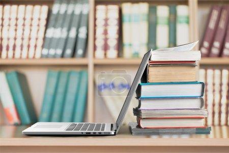 Photo pour Livre, Éducation, Ordinateur portable . - image libre de droit