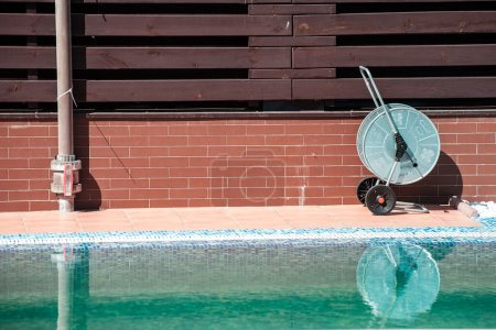 swimming pool cleaning tools