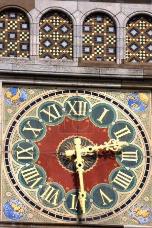 hermoso detalle, reloj con números romanos en Amsterdam Train s