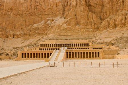 Panaramic view of the temple of Hatshepsut near Lu...