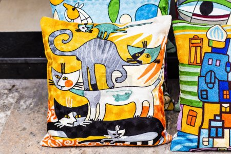 Photo pour Coussins orientaux. Bazar textile nationale à Istanbul - image libre de droit