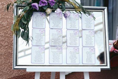 Photo pour Liste de plan de sièges de mariage de luxe Vintage à réception - image libre de droit