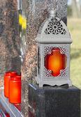 Lucerna s červenou svíčku