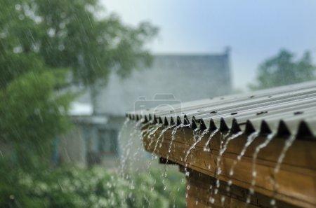 Photo pour Fortes pluies coulent - image libre de droit