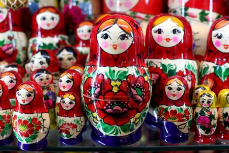 Photo pour Poupées Matriochka sont les souvenirs les plus populaires de Russie - image libre de droit