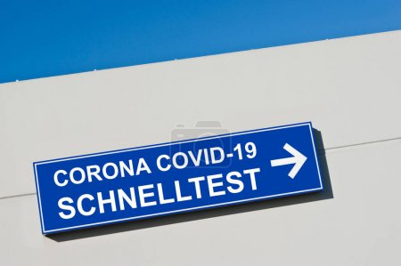 Photo for Corona Covid-19 Schnelltest Schild - Royalty Free Image