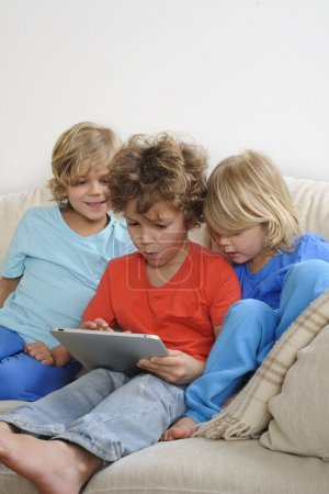 brother play a game on a tablet