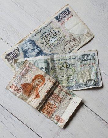 Dinero griego, dracma en la mesa