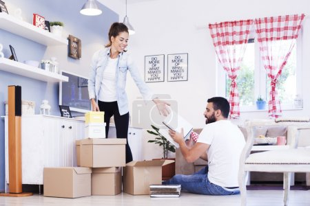 couple moving to new house