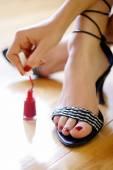 Žena polské nehty na nohou