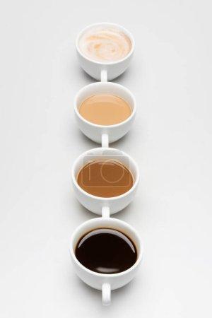 Photo pour Différentes boissons au café préparées avec du lait sur blanc - image libre de droit