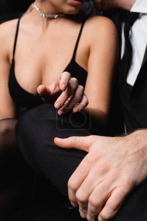 Photo pour Vue recadrée de femme sexy en robe glissante atteignant la main de l'homme - image libre de droit
