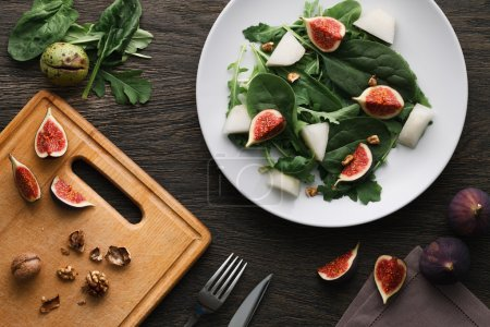 Salad with melon and fig