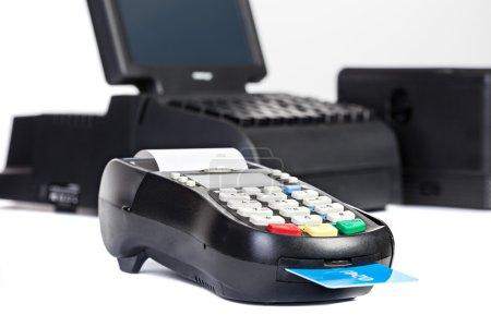 Photo pour Processeur de carte de crédit, écran tactile isolé sur fond blanc - image libre de droit