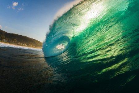 Photo pour Grande vague bleue et verte d'océan - image libre de droit