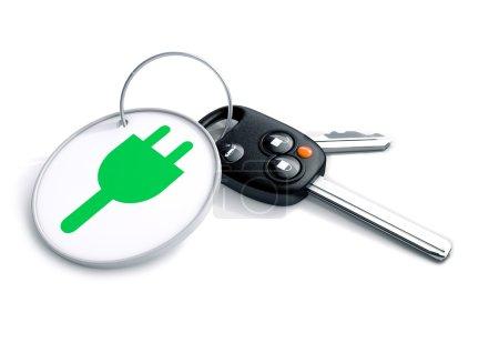 Conjunto de llaves del coche con llavero y energía eléctrica icono en él. Conc.