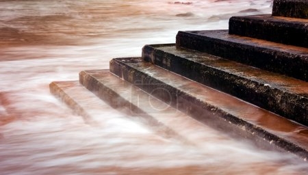 Long exposure photography, when the tide rises flo...