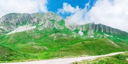 """Photo pour Beau paysage panoramique avec de hautes montagnes du parc national du Monténégro """"Durmitor """" - image libre de droit"""