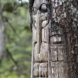 Постер, плакат: Tree carved by native Tlingit indians