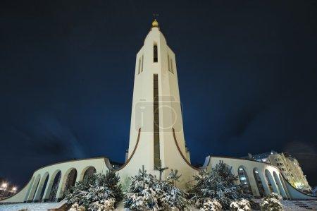 Kirche von St. Petr an einem frostigen Abend