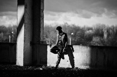 Photo pour Chanteur de rap gangsta afro-américaines noir homme - image libre de droit
