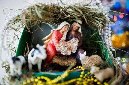 Photo pour Vierge Marie a donné naissance à Jésus, et il se trouve dans la crèche, Noël - image libre de droit