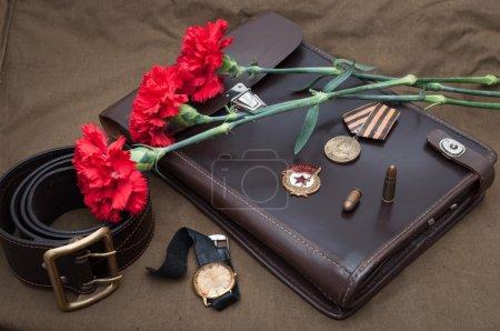 Photo pour 9 mai. Nature morte avec des objets vintage, dédié à la fête de la victoire. - image libre de droit