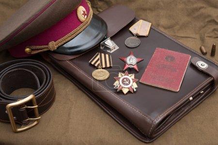 Photo pour Nature morte avec des objets vintage, dédié à la fête de la victoire. Médailles et ordres de grande guerre. - image libre de droit