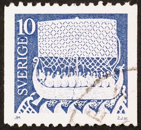 Photo pour Suède, vers 1973. Drakkar sur timbre-poste - image libre de droit